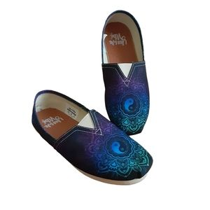 Yes We Vibe Womens Flats Size 9W